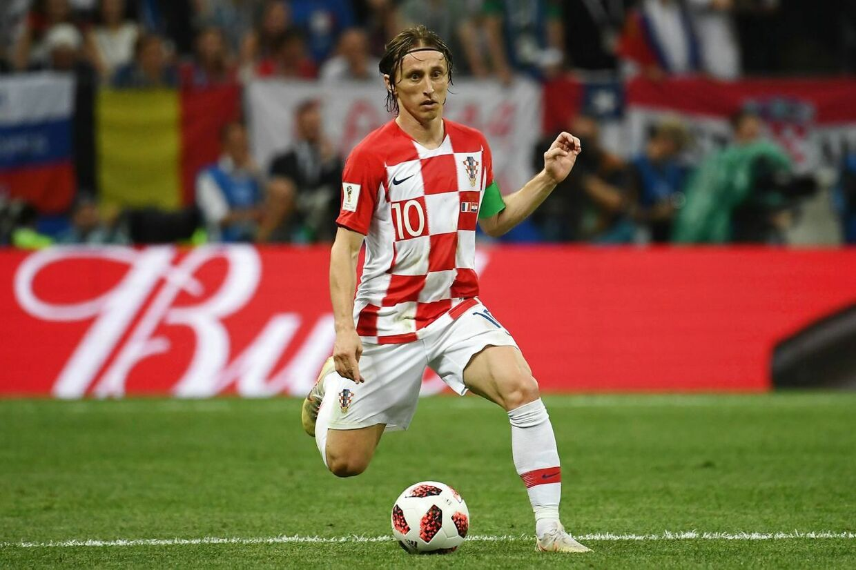 Croatia's midfielder Luka Modric runs with the ball during the Russia 2018 World Cup final football match between France and Croatia at the Luzhniki Stadium in Moscow on July 15, 2018. / AFP PHOTO / Jewel SAMAD / RESTRICTED TO EDITORIAL USE - NO MOBILE PUSH ALERTS/DOWNLOADS