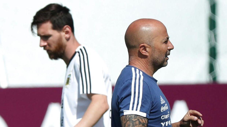 Jorge Sampaoli er færdig med at træne Lionel Messi og Argentina. REUTERS/Albert Gea