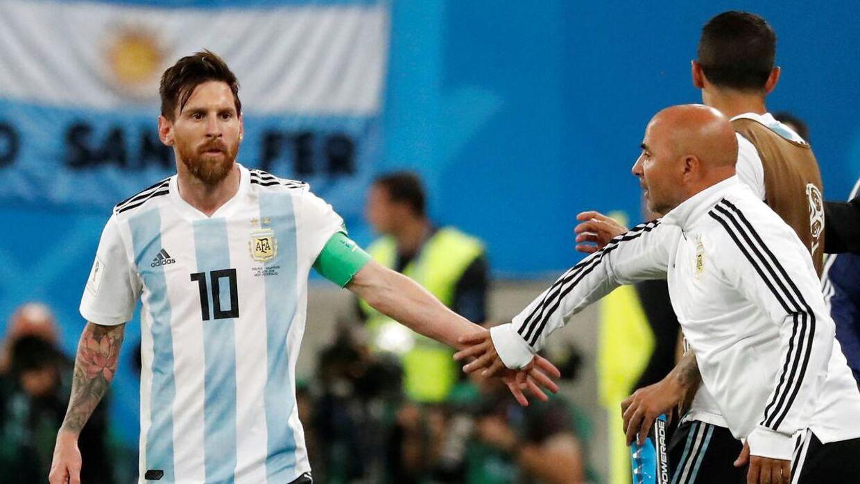 Lionel Messis og Jorge Sampaolis veje skilles. REUTERS/Toru Hanai