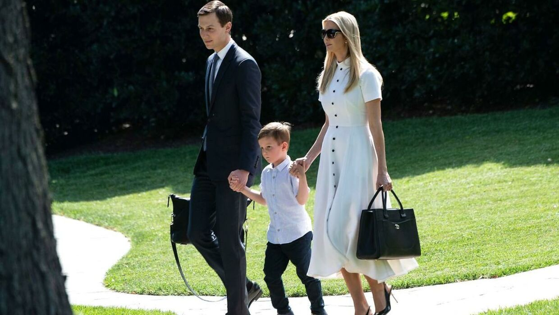 Ivanka Trump sammen med manden Jared Kushner og deres søn Joseph.