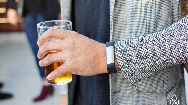 Armbåndet kan både slå alarm, når man er for fuld, og fortælle, når man er ædru nok til at køre hjem. (PR-foto: Mile Sensors)