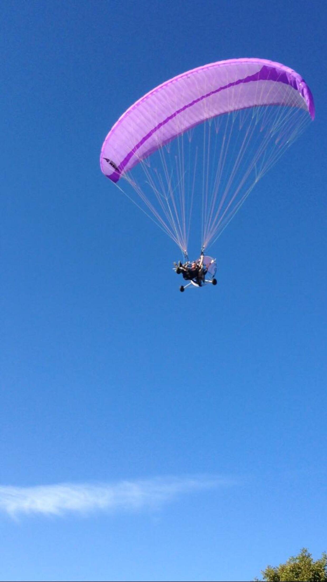 Her ses Philip Wallentin med sin paraglider.