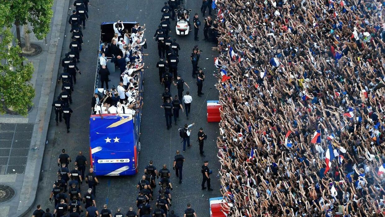 De franske fans hylder VM-vinderne.