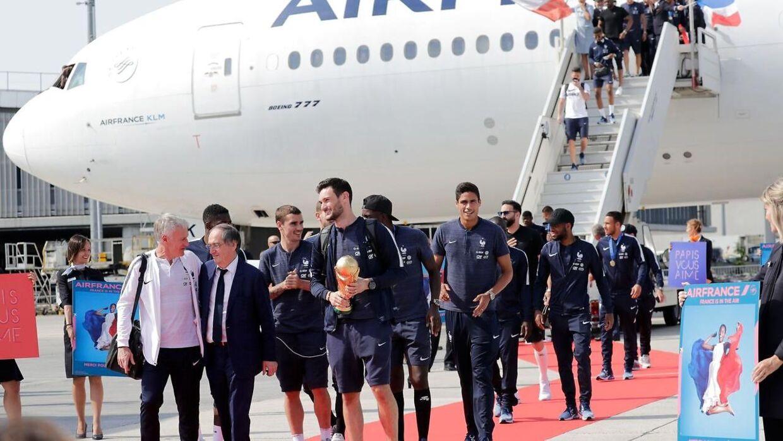 Det franske landshold ankommer.