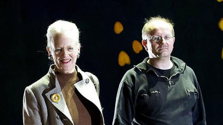 Henrik Lyding ses her sammen med blandt andre dronning Margrethe til pressemødet på balletten 'Nøddeknækkeren' torsdag den 15. november 2012 i Tivoli. Dronning Margrethe skabte kostumerne og scenografien til forestillingen, som Henrik Lyding skrev teksten til.