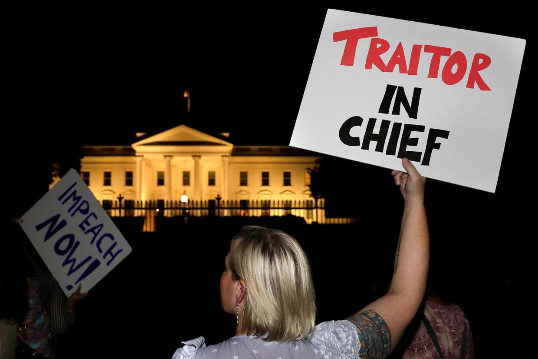 Demonstranter foran Det Hvide Hus efter topmødet.