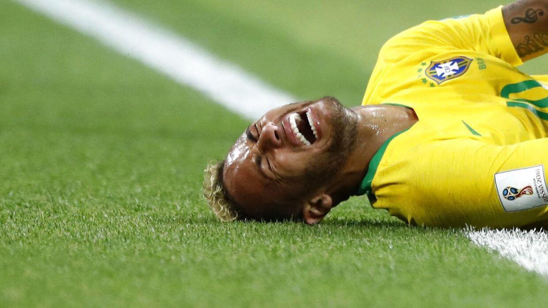 Den brasilianske fodboldstjerne Neymar svarer tilbage på kritikken om, at han filmede for meget under VM-slutrunden i Rusland.