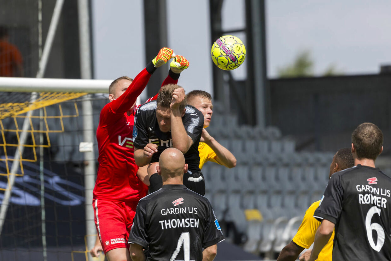 Randers FC's målmand, Patrik Carlgren (1), bokser til bolden under superliga-kampen mellem AC Horsens og Randers FC på Casa Arena i Horsens, 22. juli 2018. (Foto: Mads Dalegaard/Ritzau Scanpix 2018)
