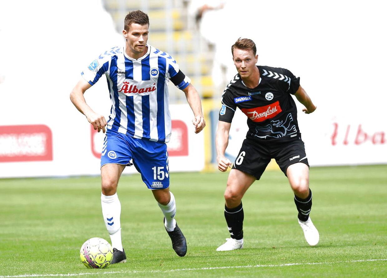 OBs Nicklas Helenius (15) og SønderjyskEs Eggert Jonsson (6) i aktion. Superliga Fodbold OB - Sønderjyske - EWII Park Odense, søndag den 22. juli 2018. (Foto: Claus Fisker/Scanpix 2018)