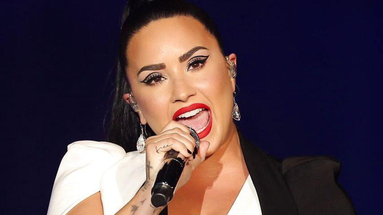 Den amerikanske sangerinde Demi Lovato er angiveligt sendt på hospitalet i L.A., efter hun har indtaget en overdosis af heorin.