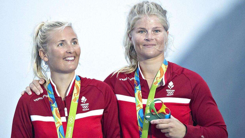 Jena Mai Hansen (til venstre) og Katja Salskov Iversen ses her med deres OL-bronzemedalje i Rio i 2016.