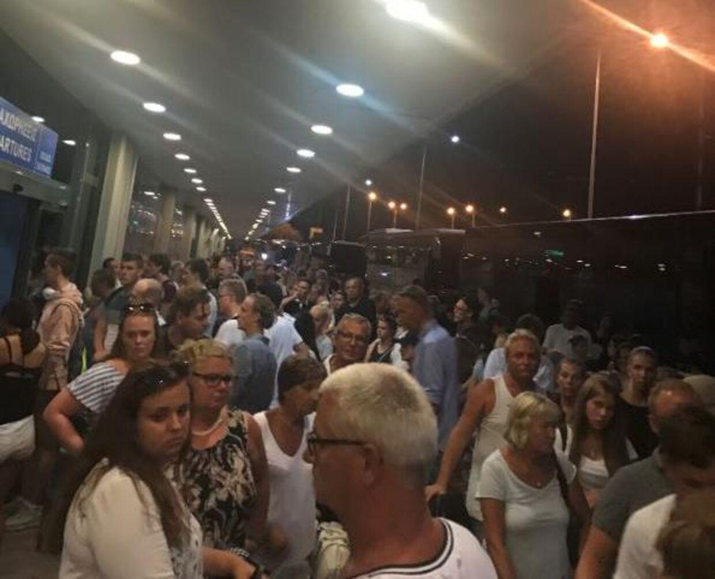 Sådan så der ud i lufthavnen på Rhodos søndag aften.