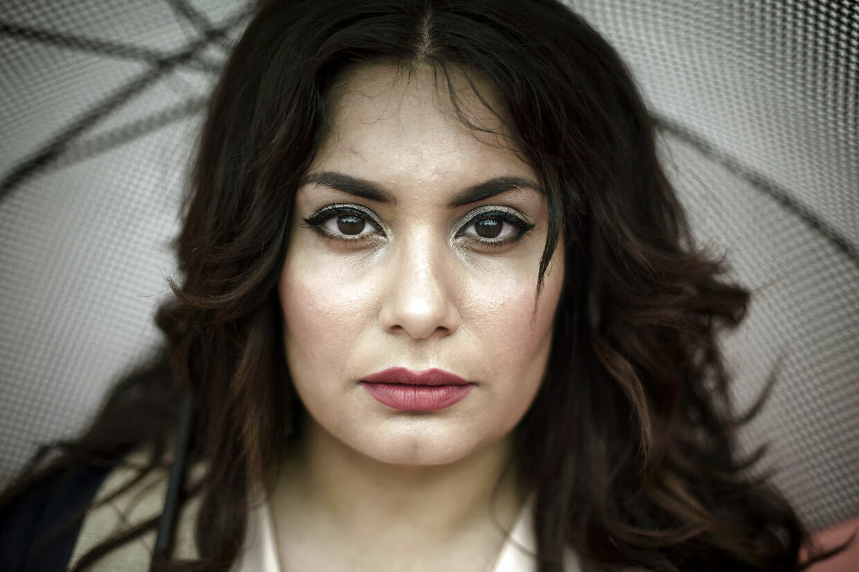 Anahita Malakians, forretningsdrivende, studerende, mor og stiller op til BR for Venstre, bor på Ydre Nørrebro. Hun er utryg pga. bander og fortæller, at hendes søn er blevet advaret om de risici, der er ved at bevæge sig omkring på Den Røde Plads.