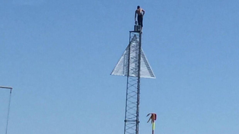 Morten Dreyer har set, hvordan de unge springer ned fra skiltemasten i Dragør Havn. Privatfoto