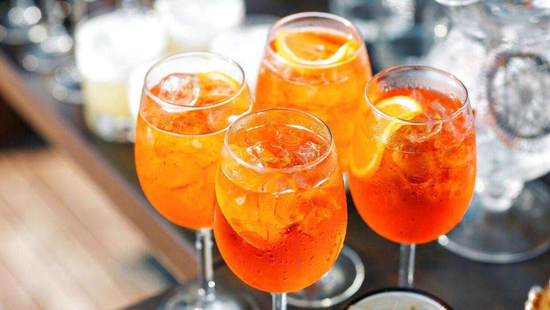 Det er dejligt med alkohol - men i varmen skal du passe på ikke at drikke for meget af det.