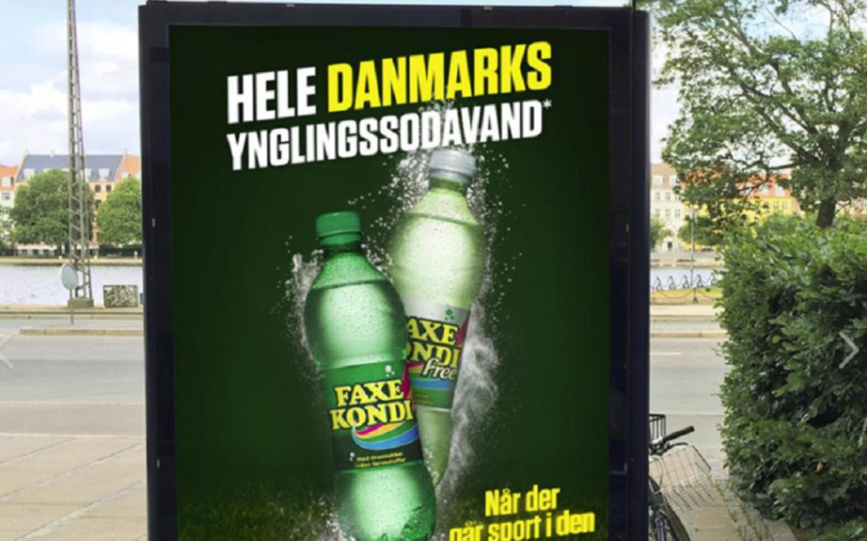 Ups. 'Yndlingssodavand' blev til 'ynglingssodavand'. Foto: Screendump fra Faxe Kondis Facebook side.