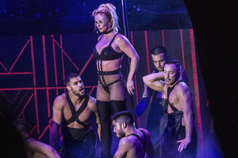 Britney Spears under sin optræden på Smukfest onsdag aften. Koncerten får hård kritik af de danske anmeldere. Helle Arensbak/Ritzau Scanpix