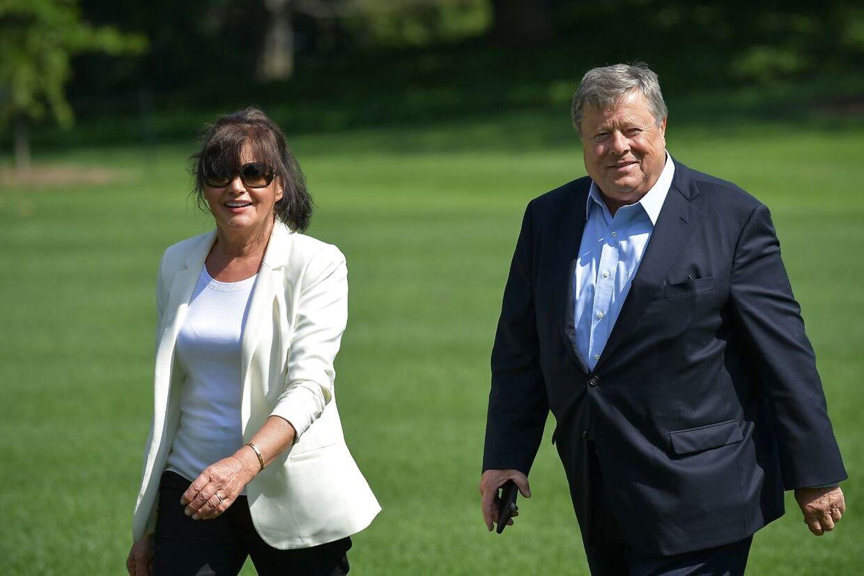 Donald Trumps svigerforældre, Viktor and Amalija Knavs, har fået amerikansk statsborgerskab.