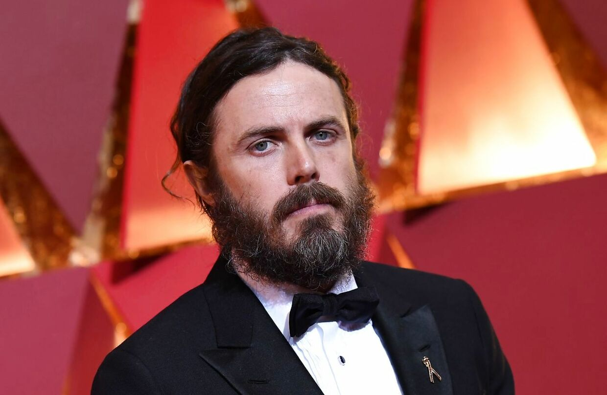 "(FILES): This file photo taken on February 26, 2017 shows nominee for best actor in ""Manchester By The Sea"" Casey Affleck as he arrives on the red carpet for the 89th Oscars in Hollywood, California. Scandal-hit Casey Affleck has withdrawn from presenting the best actress award at the Oscars, the Academy of Motion Picture Arts and Sciences and the actor's publicist told AFP on January 25, 2018. Neither gave a reason for Affleck pulling out of the March 4 ceremony, but the announcement comes after renewed attention on historic accusations of sexual harassment against the 42-year-old star. / AFP PHOTO / ANGELA WEISS"
