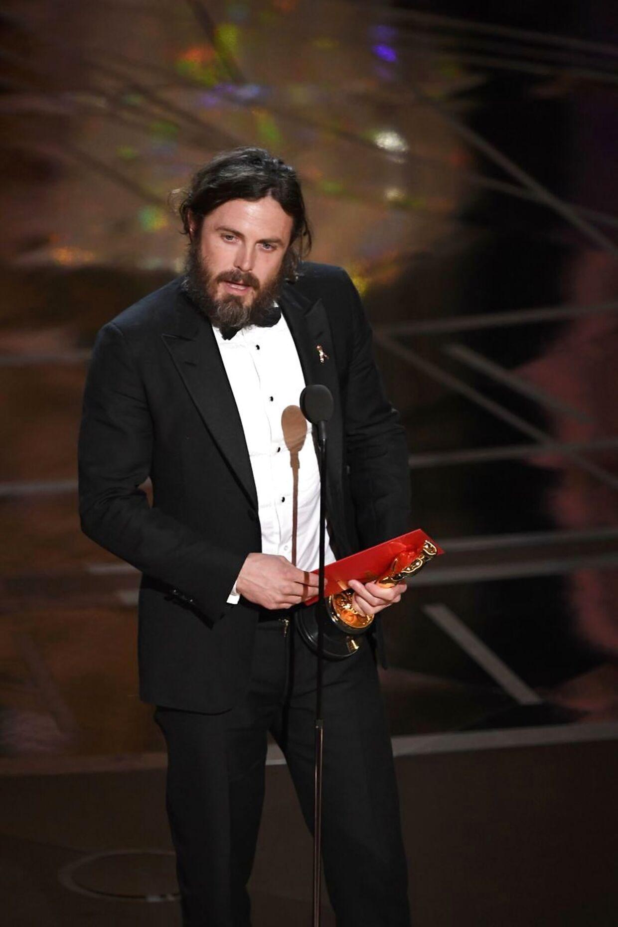 """Casey Affleck holder takketale, efter han har vundet prisen for bedste mandlige hovedrolle for sin præstation i filmen """"Manchester By The Sea"""" den 26. februar, 2017 i Hollywood, Californien."""
