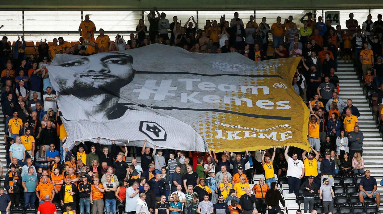 Også Wolverhamptons fans har hyldet Carl Ikeme, der det seneste års tid har kæmpet med leukæmi.