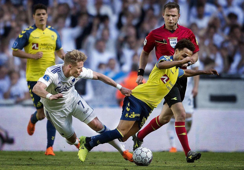 FC København og Brøndby kan se frem til en sæson side om side, spår B.T.s fodboldkommentator.