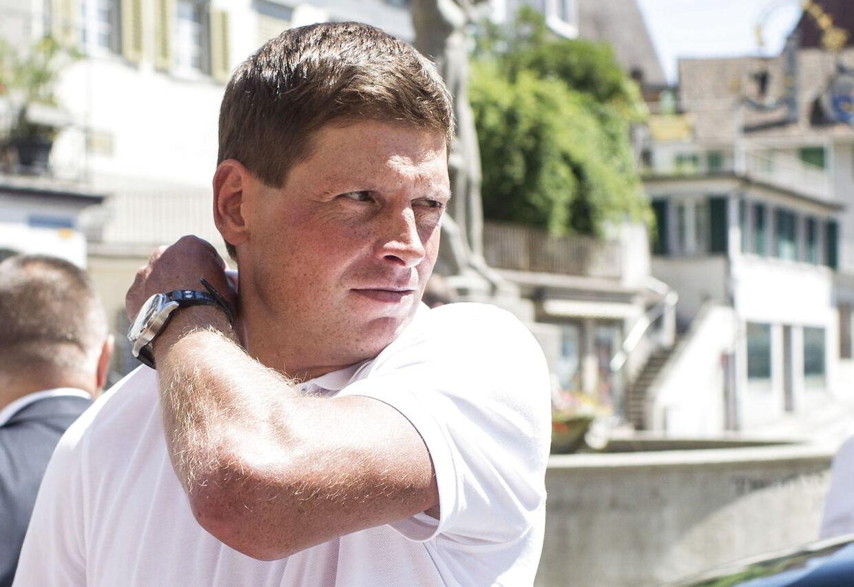 Jan Ullrichs tidligere holdkammerat, Brian Holm, mener at den tyske presse har en stor del af skylden for, at den tidligere Tour-vinder nu har store personlige problemer.