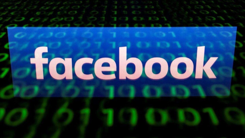 Et vedvarende rygte, der siger, at man kun ser nyheder fra 26 af sine venner på Facebook, manes til jorden. / AFP PHOTO / Lionel BONAVENTURE