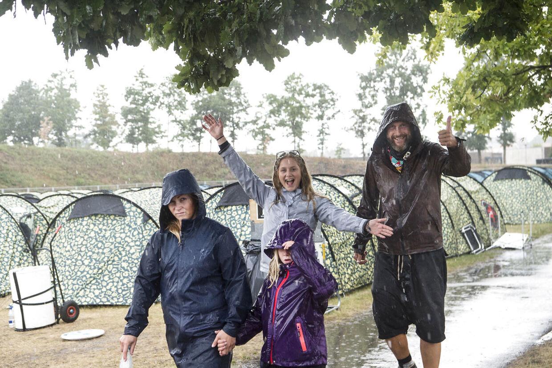 Glæden fejlede ikke noget i regnvejret på Smukfest søndag den 12. august 2018.