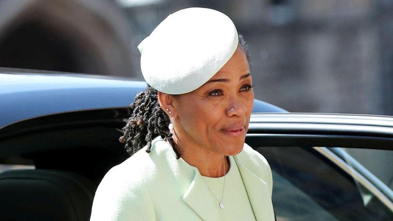 Her ses Meghan Markles mor, Doria Ragland, der ankommer til St George's kapel som gæst til det royale bryllup i maj.