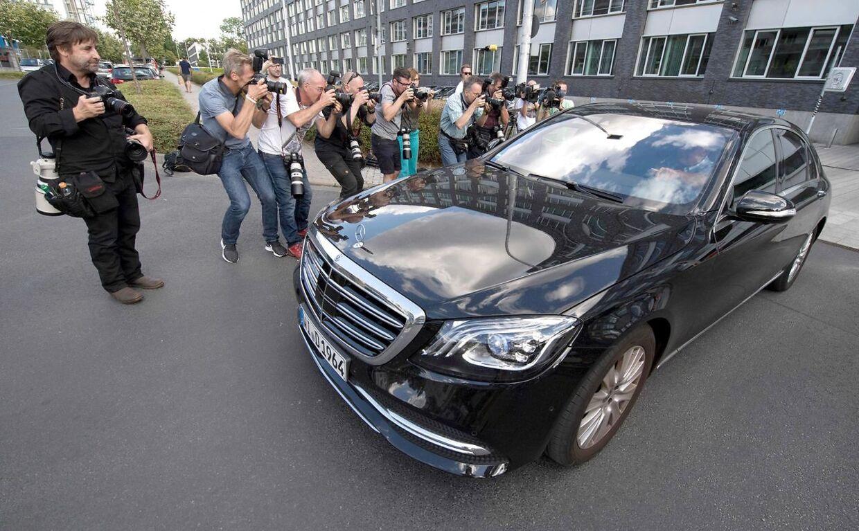 Det skulle være Jan Ullrich, der her forlader politistationen i Frankfurt.