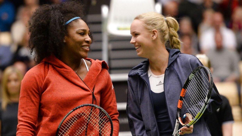 I november 2015 besøgte Caroline Wozniackis veninde Serena Williams for at spille en opvisningskamp i Boxen i Herning. I 2018 var det så Serenas søster, Venus, til at lægge vejen forbi det danske land.