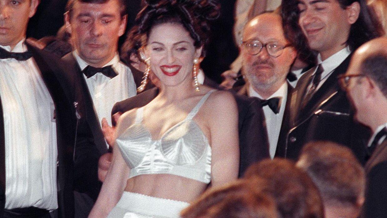 Madonna ved Cannes Film Festival i 1991. Kjolen er designet af Jean-Paul Gaultier.