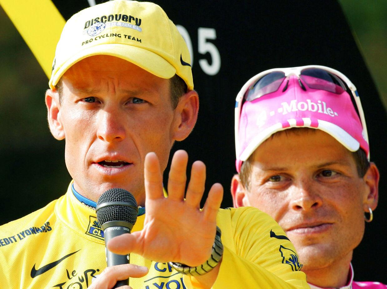 Slutpodiet i 2005. Lance Armstrong vandt, mens Jan Ullrich blev nummer tre. Siden er begge blevet slettet fra resultatlisterne på grund af dopingindrømmelserne.