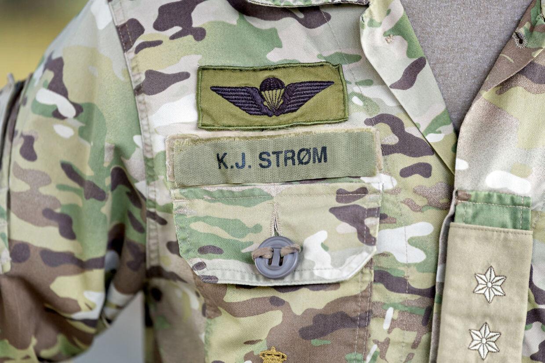 Navneskiltet har været en del af Kenneth Strøm uniform siden 1995, hvor han startede som værnepligtig.