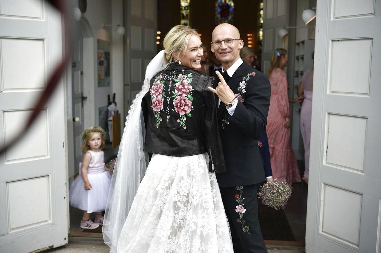 Christian Stadil fik sin Alice ved et rigtig rock'n'roll-bryllup i Messiaskirken i Charlottenlund. Parrets tre små børn, Winston, Hamilton og Harper på mellem to og fem år var brudepige og brudedrenge.