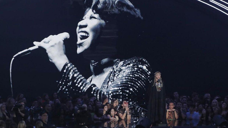 Madonna får nu kritik for sin perfomance ved Video Music Awards.