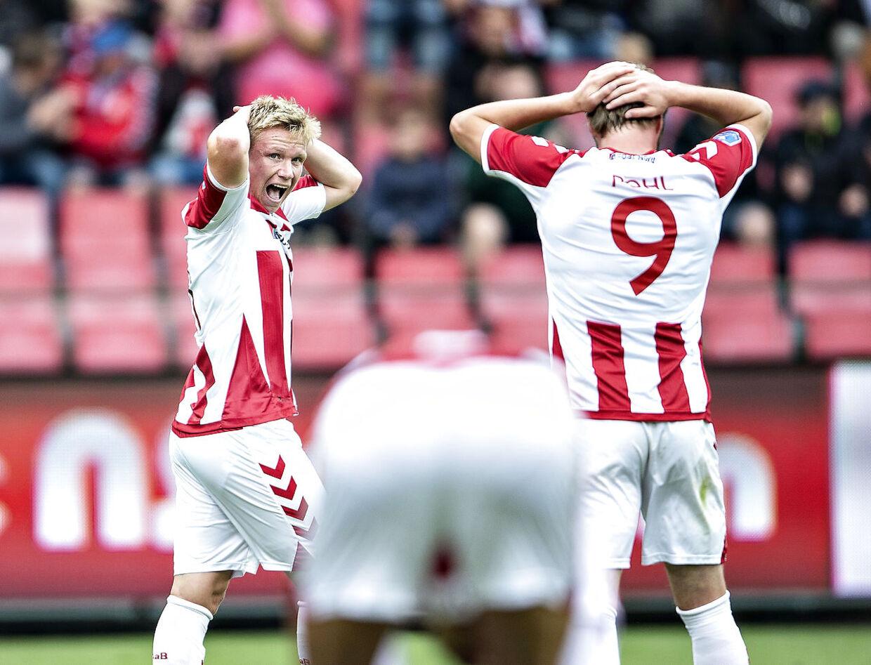Aab's Philipp Ochs (tv.) ærgrer sig efter et mislykket forsøg i superligakampen mellem AaB og FC Nordsjælland på Aalborg Portland Park, søndag 12. august 2018. (Foto: Henning Bagger/Ritzau Scanpix)