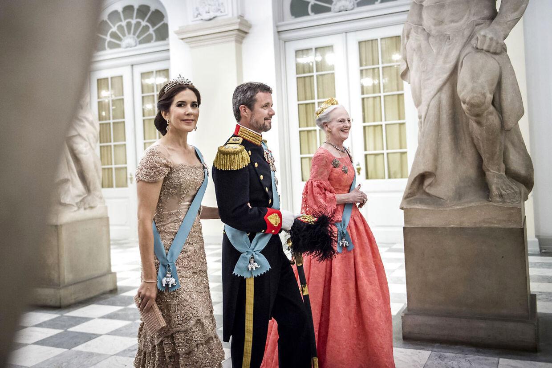 Sommeren blev for alvor sparket i gang for kronprinsen den 26. maj, da han fyldte 50 år. En aften, som også vil blive husket for kronprinsesse Marys fremragende og rørende tale til sin mand.