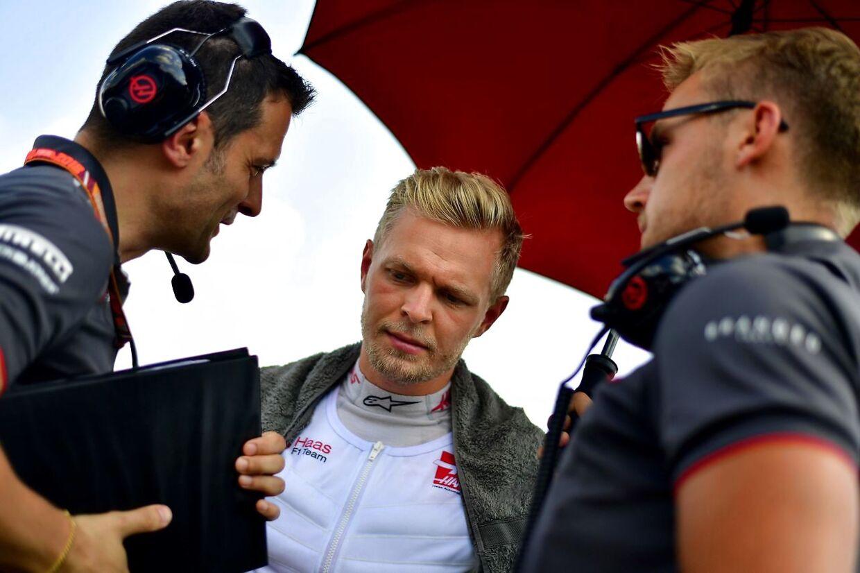 Kevin Magnussen og Haas har nok at tænke over efter fredagens træning. (AFP PHOTO / Andrej ISAKOVIC)