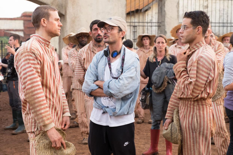 'Papillon' er optaget i tre forskellige lande over 11 uger. Her ses Michael Noer sammen med Charlie Hunnam og Rami Malek under nogle af optagelserne.