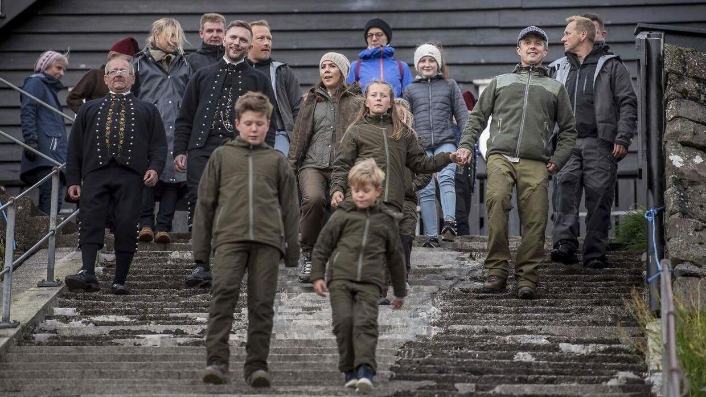 Prins Vincent gik forrest og ledte familien ned ad de mange trapper, der fører til vandkanten.