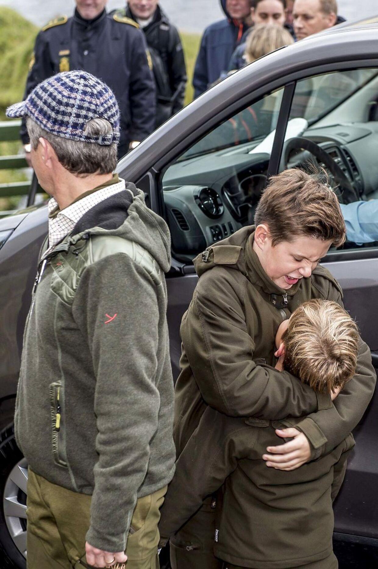 Prins Christian og prins Vincent får også tid til lidt leg i ny og næ.