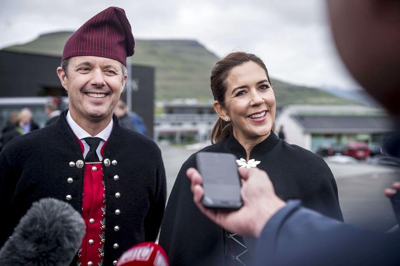 Kronprinsparret havde smil på læben under interviewet med den danske presse.