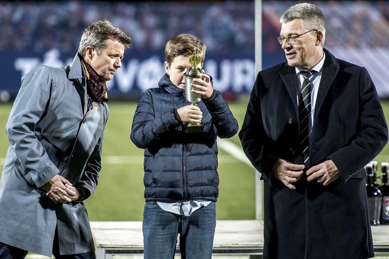 Prins Christian fik æren af at uddele en pokal til kampens spillere, da B36 Tórshavn slog HB Tórshavn i pokalfinalen på Færøerne lørdag aften.