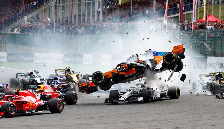 Vildt uheld på første omgang. (REUTERS/Francois Lenoir)