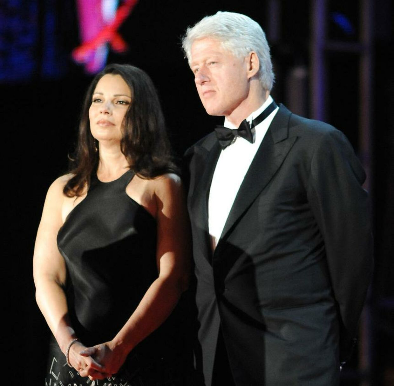 USA's tidligere præsident Bill Clinton ses her på scenen ved Life Ball i Wien, 2009.