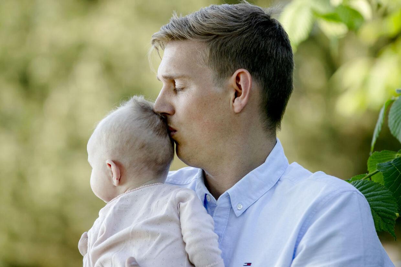 Frederik Kjærgaard Pedersen havde på ingen måde tænkt, at hans lille datter skulle blive til på en fertilitetsklinik: »Fra at være en lyst man har som par, blev det gradvist mere og mere mekanisk og kunstigt,« siger han.