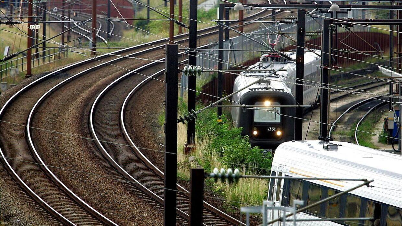 En mand har mandag mistet livet, da han blev ramt af et tog mellem Glostrup og Brøndbyøster stationer.