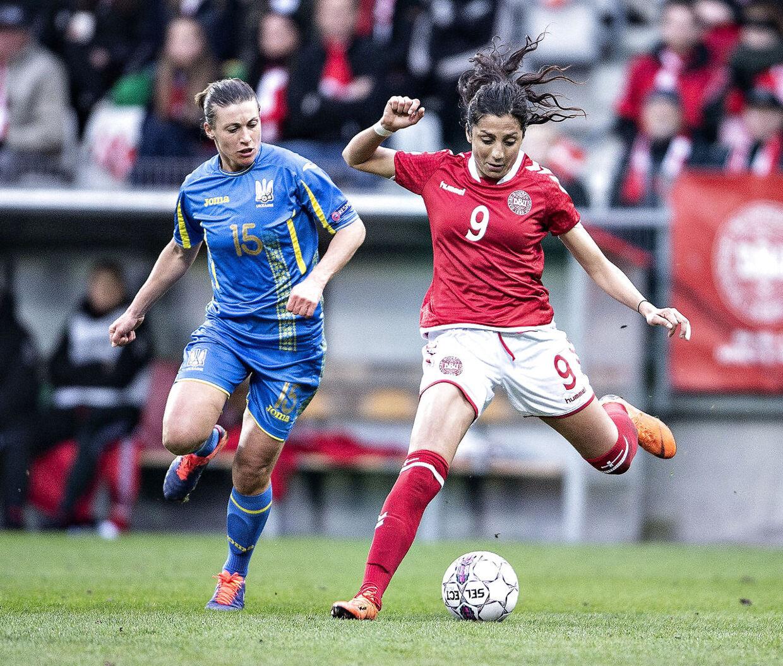Danmarks Nadia Nadim mod Ukraines Iya Andrushchak 9. april 2018.